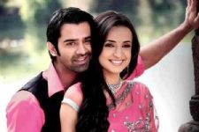 #Trivia: This 'Kasam' actor first co-starred Barun-Sanaya in 'Iss Pyaar Ko Kya Naam Doon'