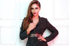 #Stylebuzz: Krystle D'souza gives you power dressing lessons like never before