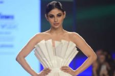 #Stylebuzz: Mouni Roy's Futuristic Glamour At A Fashion Show In Mumbai