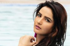 Jasmin Bhasin makes a return to Colors Show Khatra Khatra Khatra...