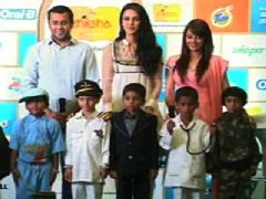Neha Dhupia, Minissha Lamba, Chetan Bhagat at P and G Shiksha event closure