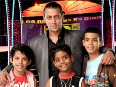 Darsheel, Tanmay and Azhar with Salman Khan on 10 Ka Dum