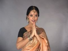 Neetu Chandra Photo Shoot for 'Mithila Art'