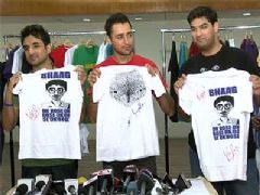Delhi Belly Stars at the Delhi Belly T-shirts launch