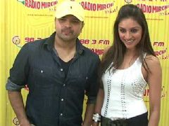 Himesh and Purbi Promote DAMADAMM On Radio Mirchi
