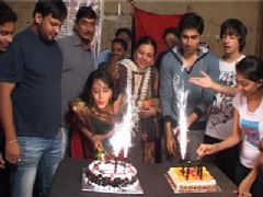 Aasiya Celebrate her Birthday on the Sets of Dharampatni