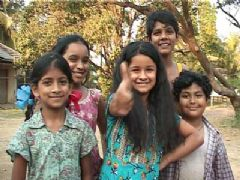 Jhilmil introduces her Chillar Party in Meri Maa