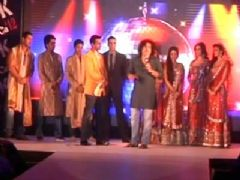 Cast of 'Housefull 2' walk the ramp in designer Akki Narula's outfits