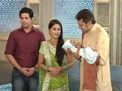 Akshara scared to lose her child