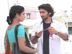 Mohan gets a Mangalsutra for Megha