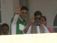 Rajesh Khanna hale and hearty: Akshay Kumar