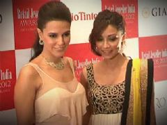 Neha and Amrita Puri At Retail Jewellers India Awards Meet