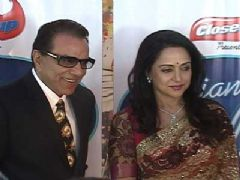 Dharmendra and Hema Malini on the sets of 'Indian Idol 6'