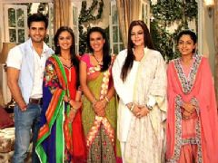 Vadhera family wishes their viewers a very happy EID