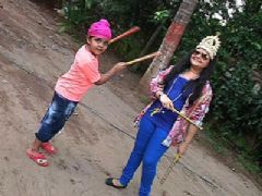 Saloni and Raavi enjoy together playing dandiya this Navratri