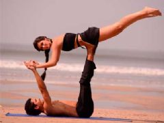 Bruna and Omar rehearsing some acro-yoga moves on the beach