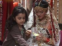 Dhara from Sanskaar gives every one an Ice-cream treat on the sets of the show