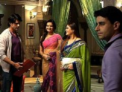 Saras's Masi is back - Saraswatichandra
