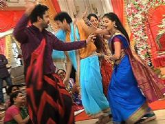 Behind The Scenes - Masti On the Sets Of Iss Pyaar Ko Kya Naam Doon?...Ek Baar Phir