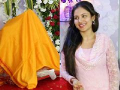 Pooja Banerjee Brings Bappa Home
