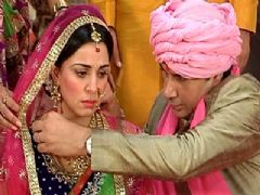 Pakhi gets married to Veer