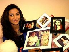 Rati Pandey Receives Birthday Gifts From Her Fans - Part 02