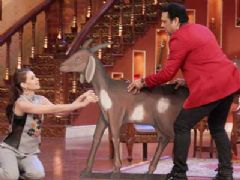 The Happy Ending Cast Visits The Sets Of CNWK