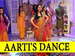Which song is Aarti performing on?