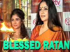 Gracy Singh and Ratan Rajput seek blessings at Santoshi Mata mandir
