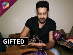 Avinash Sachdev receives gifts from his fans