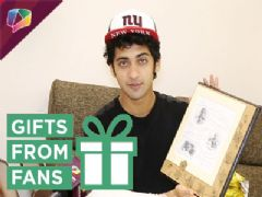 Sumedh Mudgalkar receives birthday gifts from fans part-01