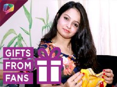 Giaa Manek receives gifts from her fans