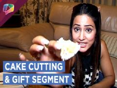 Hina Khan Celebrates Her Birthday And Unwraps Gifts From Fans | Exclusive