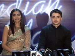 Imran Khan and Sonam Kapoor on the sets of Indian Idol 5