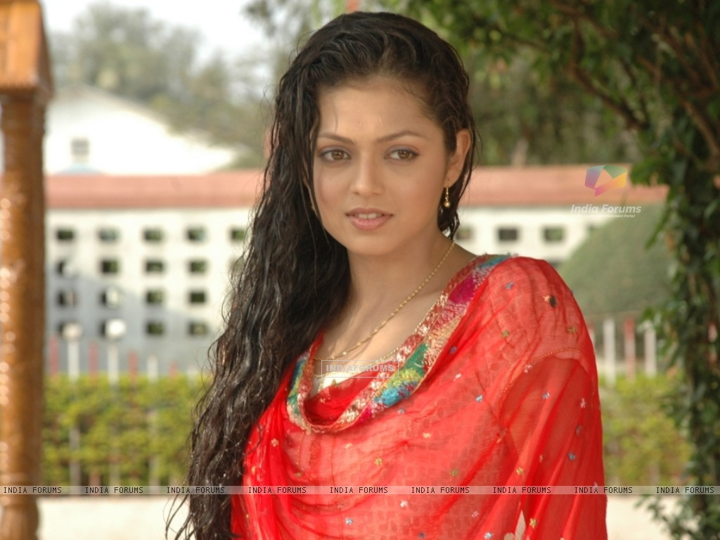 http://img.india-forums.com/wallpapers/1024x768/112726-drashti-dhami.jpg