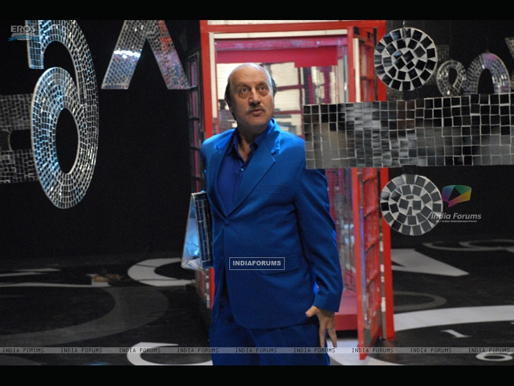 Anupam Kher looking shocked (11689) size:1024x768