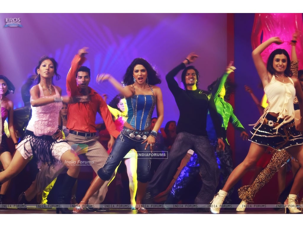 Priyanka Chopra rock the floor (11835) size:1024x768