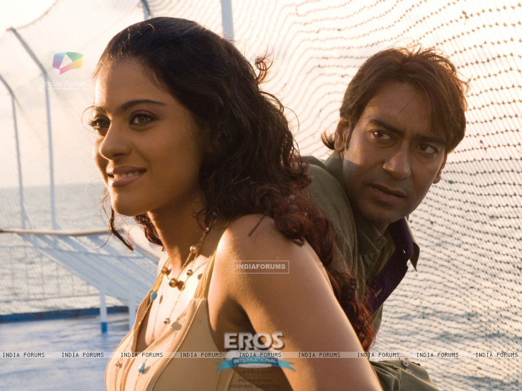 Ajay Devgan talking to Kajol (12300) size:1024x768