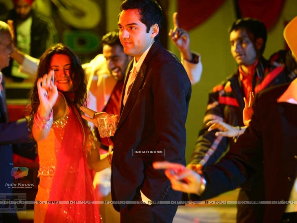 Abhay Deol and Parakh Madan dancing (12490) size:1024x768