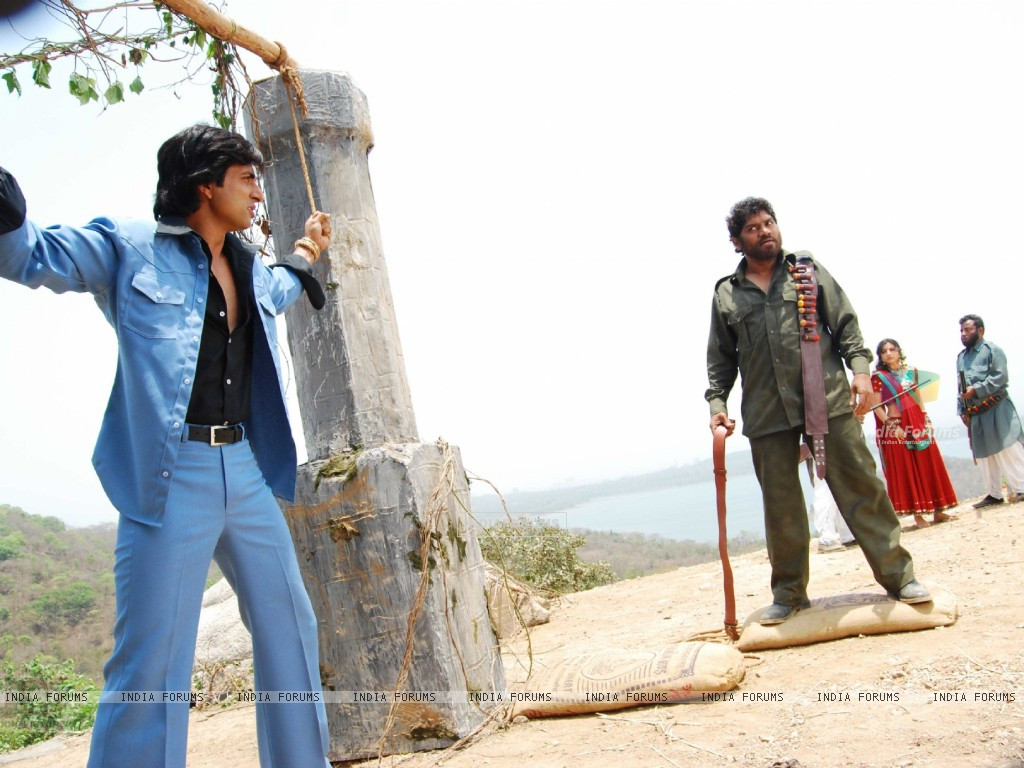 Johny Lever shouting on Sonu and Soha (12631) size:1024x768