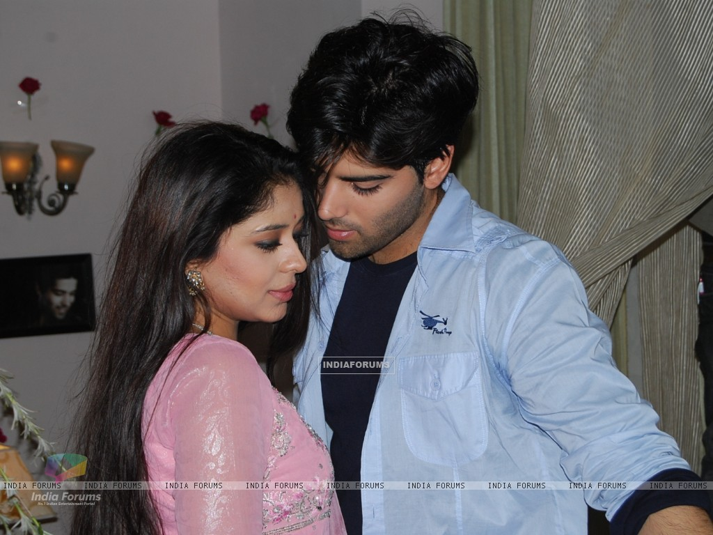 Still image of Viren and Nivideta (130091) size:1024x768