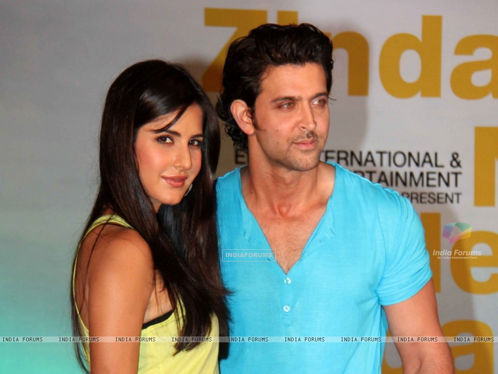 http://img.india-forums.com/wallpapers/1024x768/134498-hrithik-roshan-and-katrina-kaif-at-zindagi-na-milegi-dobara-mov.jpg