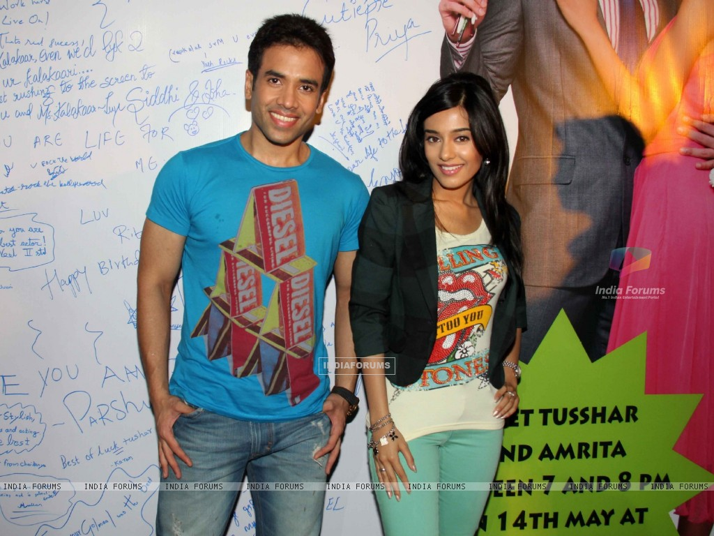 Tusshar Kapoor and Amrita Rao promotes Love U... Mr. Kalakaar! at Growel Mall at Kandivli (134503) size:1024x768