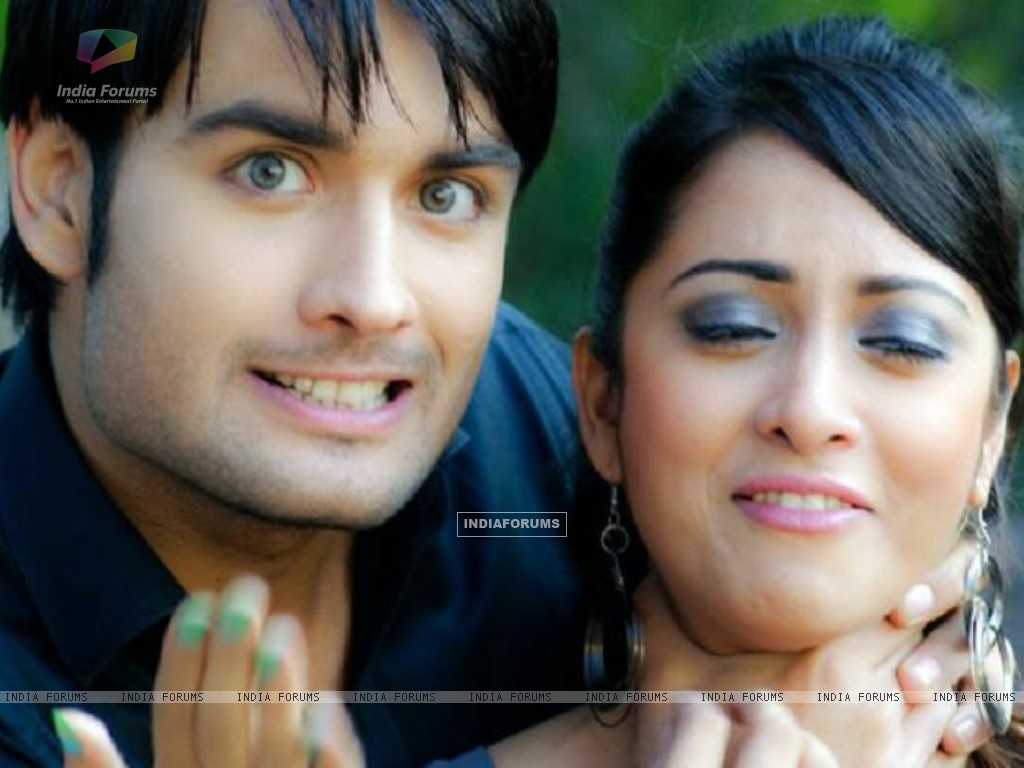 Vivian and Madhura Naik (148659) size:1024x768