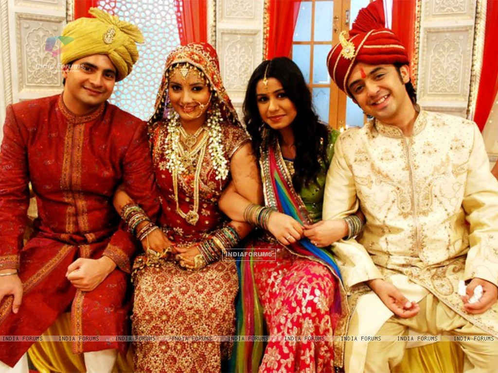Nandini & Mohit with Naitik and Rashmi in their wedding (151070) size:1024x768