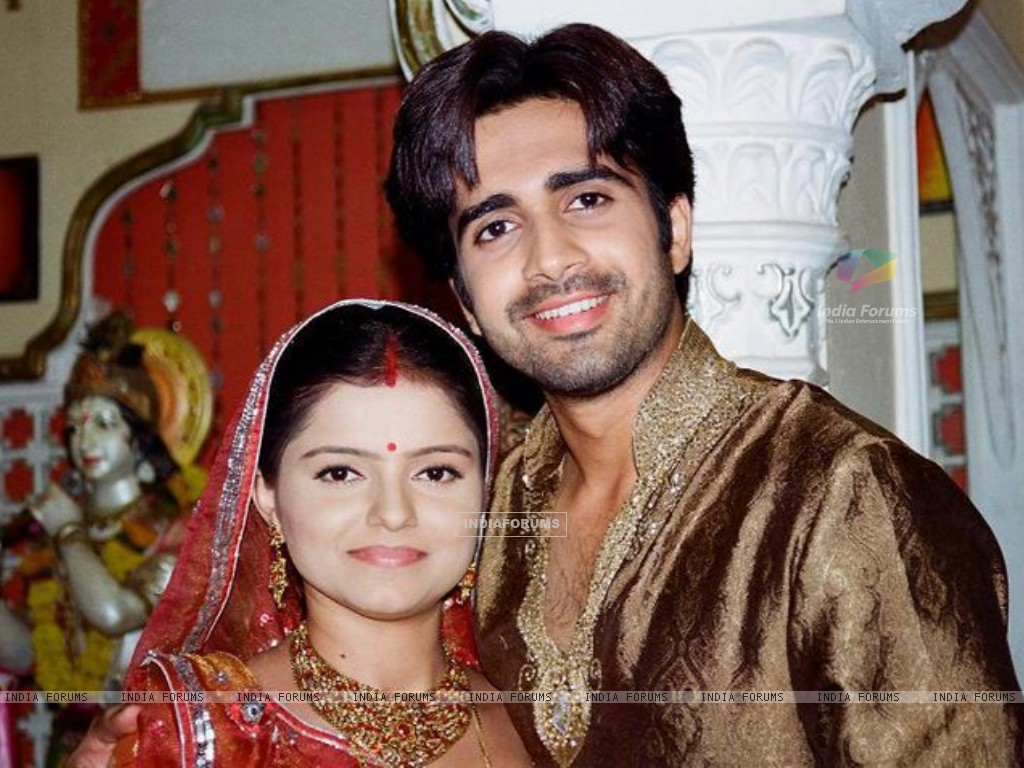 Still image of Dev and Radhika (154324) size:1024x768