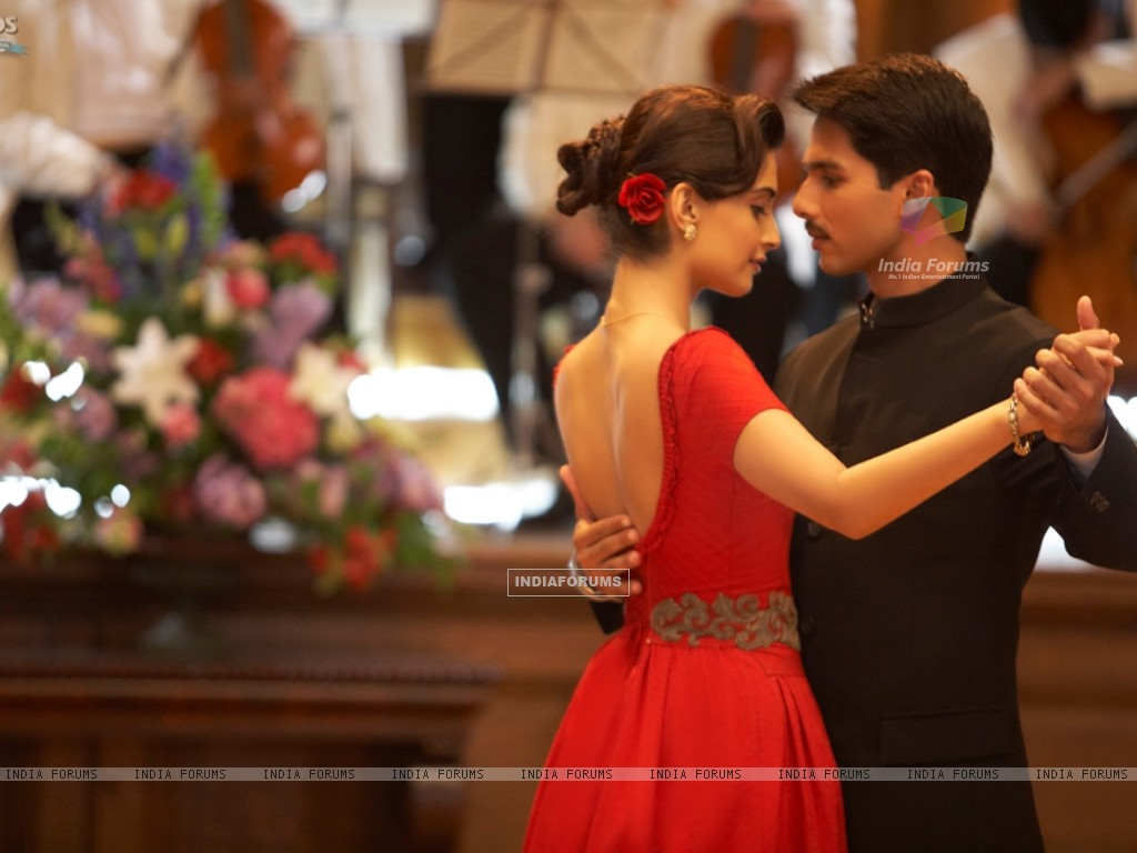 Shahid and Sonam Kapoor in the movie Mausam (156300) size:1024x768