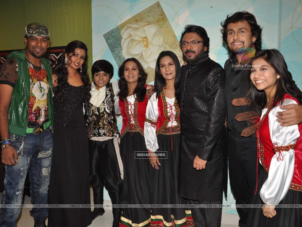 Shreya Ghoshal, Sonu Nigam and Sanjay Leela Bhansali on the sets of X Factor at Filmcity (156628) size:1024x768