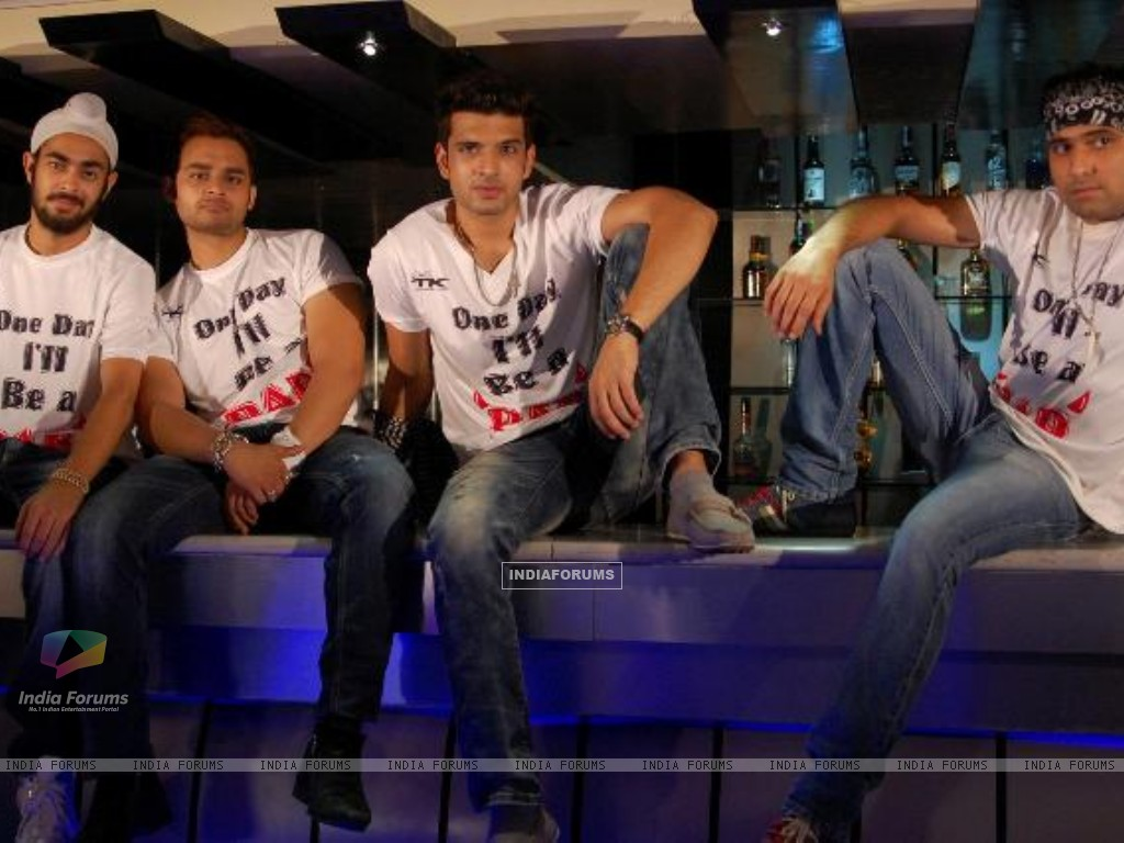 Karan Kundra with co-stars in a still image of the movie Pure Punjabi (159024) size:1024x768