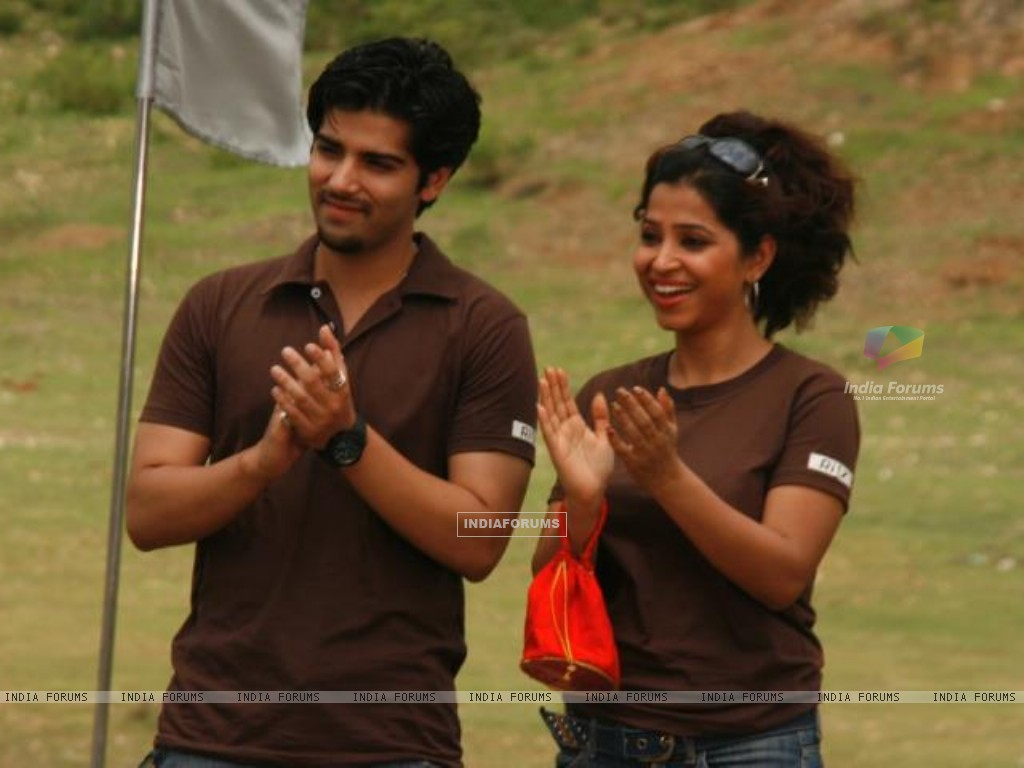 Kinshuk Mahajan in Ritz JeeLe Ye Pal with his partner (159640) size:1024x768